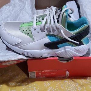 Nike wms huarache run size6